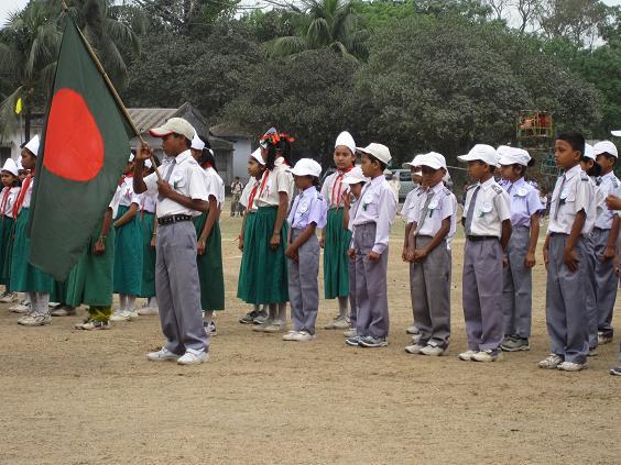 Saint Mathews Schools elever på rad og række